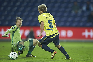 Teemu Pukki (Br�ndby IF) runder Nicolai Larsen (Aab) og scorer