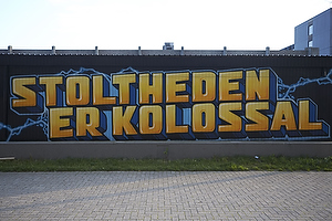 Br�ndby grafiti med teksten Stoltheden er kolossal