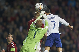 Kasper Schmeichel (Danmark), Cristiano Ronaldo, anf�rer (Portugal), Simon Kj�r (Danmark)
