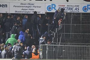 FCK-fans h�nger i hegnet
