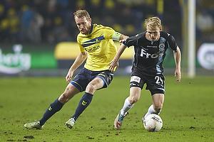 Thomas Kahlenberg, anf�rer (Br�ndby IF), Andreas Oggesen (S�nderjyskE)