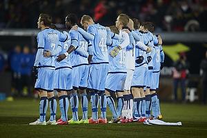 Randers FC-spillerne holder 1. minuts stilhed for at markere weekendens terrorangreb i K�benhavn