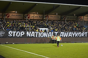 Br�ndbyfans med banner protest mod awaykort