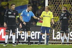 Erik Sviatchenko, anf�rer (FC Midtjylland), Kenn Hansen, dommer, Teemu Pukki (Br�ndby IF)