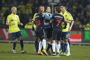 Johan Larsson (Br�ndby IF), Kenn Hansen, dommer, Sylvester Igboun (FC Midtjylland), Jakob Poulsen (FC Midtjylland), Dario Dumic (Br�ndby IF)
