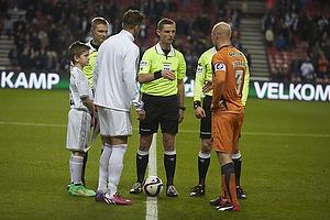 Anders Poulsen, dommer, Christian Keller, anf�rer (Randers FC)