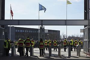 Vagter klar til at lukke fans ind p� Sydsiden