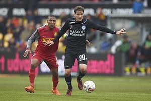 Patrick Mtiliga, anf�rer (FC Nordsj�lland), Robert Skov (Silkeborg IF)