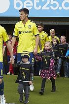 Dario Dumic (Br�ndby IF) med et organdoner-barn