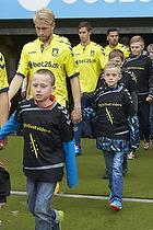 Johan Larsson (Br�ndby IF) med et organdoner-barn
