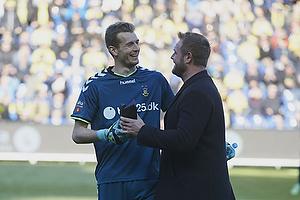 Lukas Hradecky (Br�ndby IF) g�et som m�nedens spiller i Superligaen, Joachim Boldsen (Viasat (Br�ndby IF)