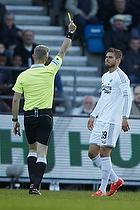Dennis Mogensen, dommer giver advarsel til Rurik Gislason (FC K�benhavn)