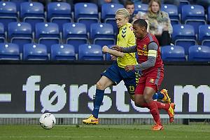 Johan Larsson (Br�ndby IF), Patrick Mtiliga, anf�rer (FC Nordsj�lland)