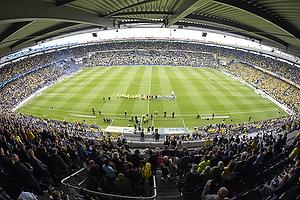 De to hold p� et fyldt Br�ndby Stadion