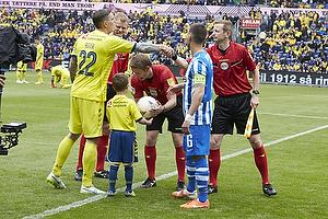 Daniel Agger, anf�rer (Br�ndby IF), Jens Maae, dommer, Magnus Lekven, anf�rer (Esbjerg fB)