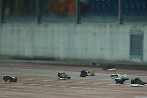Br�ndbyfans har smidt deres sko over hegnet