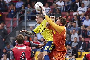 Daniel Agger, anf�rer (Br�ndby IF), David Jensen (FC Nordsj�lland)