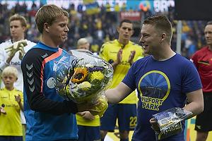 Blomster til Jesper Lindorff Juelsg�rd (Br�ndby IF) fra Lasse Hjorth, formand (Br�ndby Support)