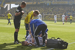 Tom H�gli (FC K�benhavn), Jakob Kehlet, dommer, Ronnie Schwartz (Br�ndby IF)