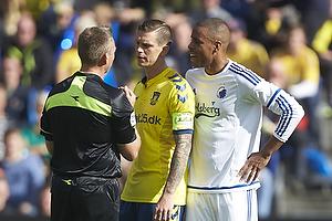 Jakob Kehlet, dommer, Daniel Agger, anf�rer (Br�ndby IF), Mathias Zanka J�rgensen (FC K�benhavn)