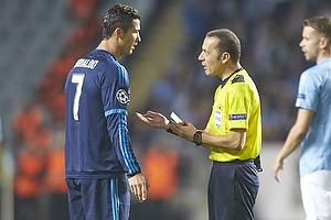 Cristiano Ronaldo, anf�rer (Real Madrid CF), Cuneyt Cakır, dommer