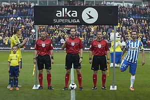 Daniel Agger, anf�rer (Br�ndby IF), Michael Johansen, dommer, Magnus Lekven, anf�rer (Esbjerg fB)