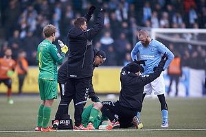 Martin Albrechtsen (Br�ndby IF) bliver skadet og skal udskiftes, Teemu Pukki (Br�ndby IF)