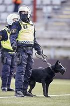 Svensk politi med hund