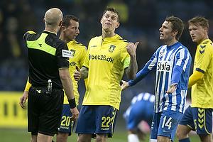 Daniel Agger, anf�rer (Br�ndby IF), Peter Kj�rdgaard-Andersen, dommer, Jesper Lauridsen (Esbjerg fB)
