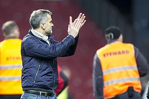 Anders H�rsholt (FC K�benhavn)Anders H�rsholt, adm. direkt�r (FC K�benhavn) klapper mod udeholdets tribuen