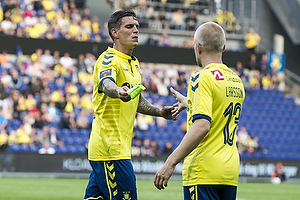 Daniel Agger, anf�rer (Br�ndby IF), Johan Larsson, anf�rer (Br�ndby IF)
