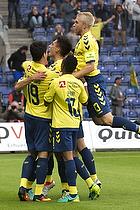 Christian N�rgaard (Br�ndby IF), Lebogang Phiri (Br�ndby IF), Johan Larsson, anf�rer (Br�ndby IF)