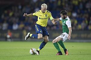 Johan Larsson, anf�rer (Br�ndby IF), James Keatings (Hibernian FC)