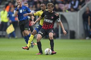 Jakob Poulsen, anf�rer (FC Midtjylland), Lebogang Phiri (Br�ndby IF)