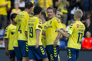 Martin Albrechtsen (Br�ndby IF), Johan Larsson, anf�rer (Br�ndby IF)