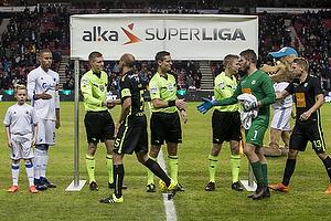Anders Poulsen, dommer, Mikkel Rask (Viborg FF), Peter Friis Jensen (Viborg FF)