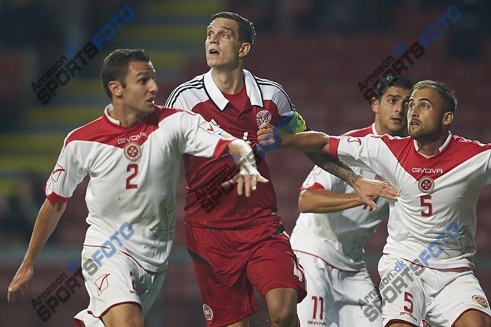 Daniel Agger, anf�rer (Danmark), Alex Muscat (Malta), Andrei Agius (Malta)