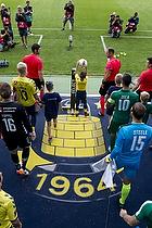 Johan Larsson, anf�rer (Br�ndby IF), Carlos Zeca (Panathinaikos)