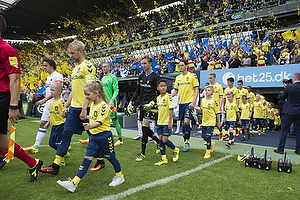 Johan Larsson, anf�rer (Br�ndby IF), Frederik R�nnow (Br�ndby IF), Benedikt R�cker (Br�ndby IF)
